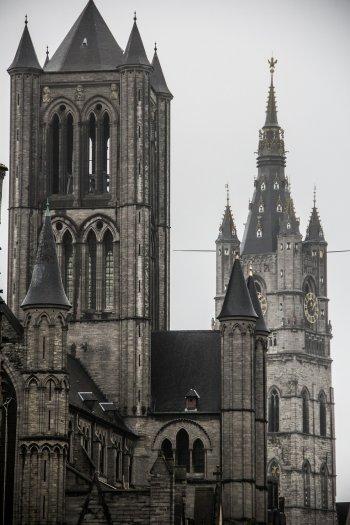 Часовая башня в городе Гент