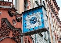 Часы в Киеве на здании Укртелекома