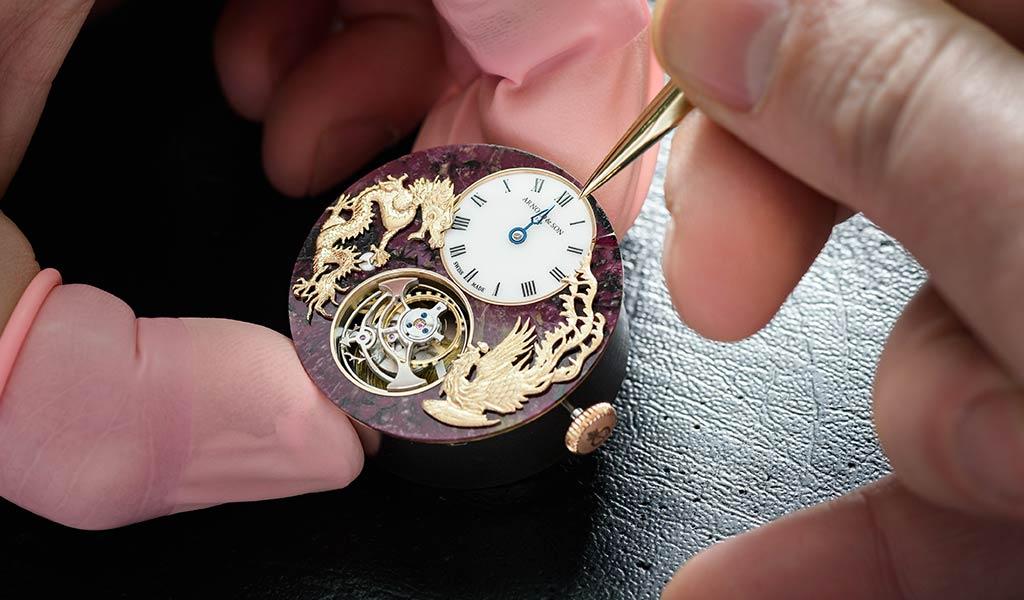 Новые швейцарские часы Arnold & Son Ultrathin Tourbillon Dragon & Phoenix