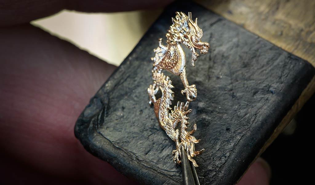 Швейцарские часы Arnold & Son Ultrathin Tourbillon Dragon & Phoenix