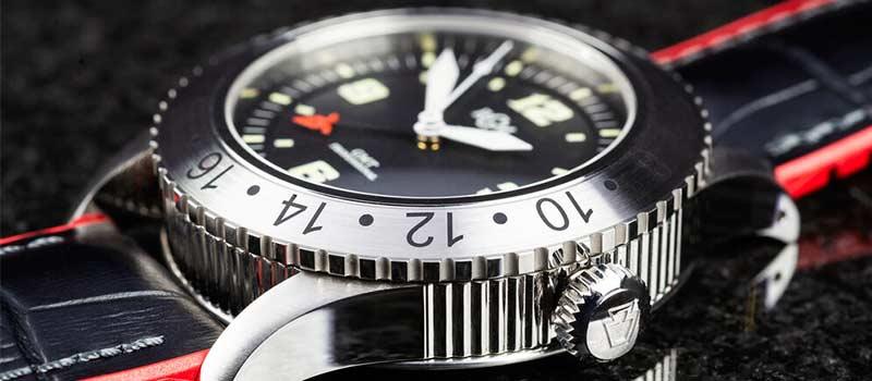 Американские наручные часы RGM 500-GMT-RS