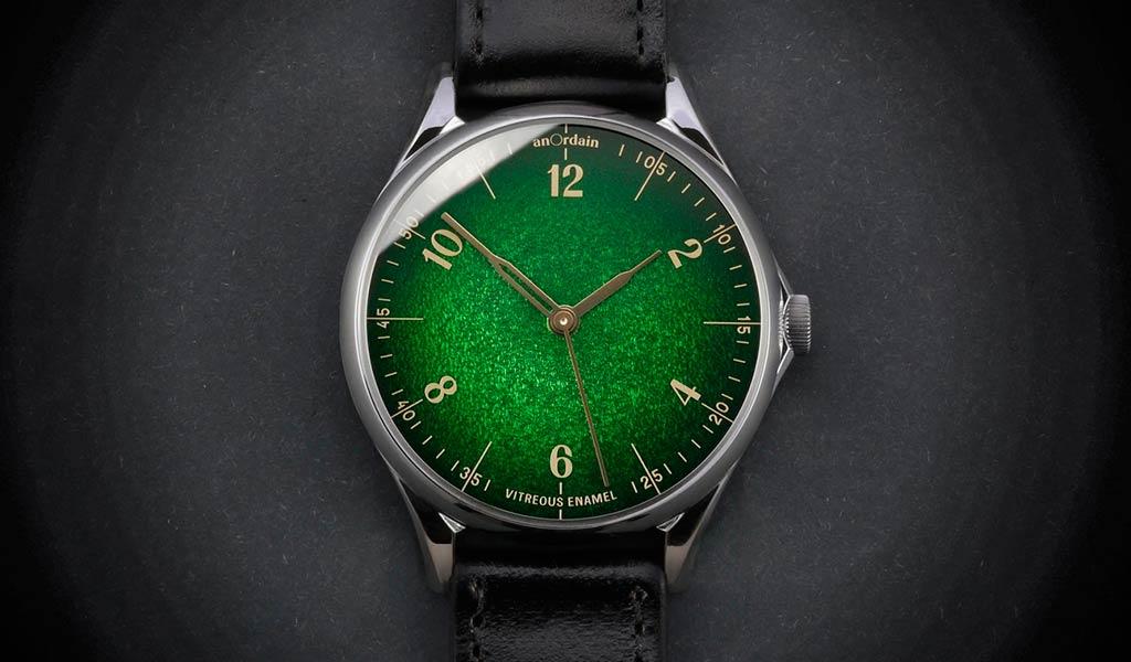 Механические часы с эмалевым циферблатом Anordain
