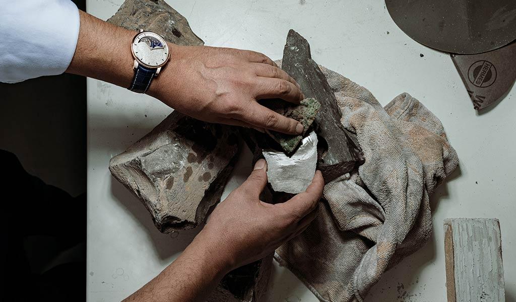 Наручные часы с усложнениями Arnold & Son Perpetual Moon Obsidian