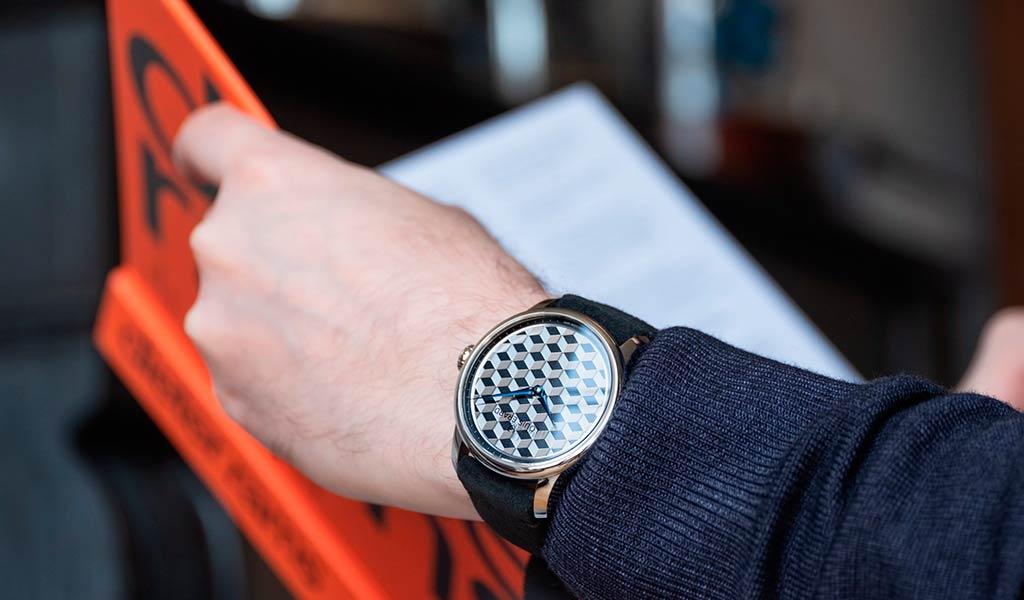 Часы с ручным гильоше Louis Erard