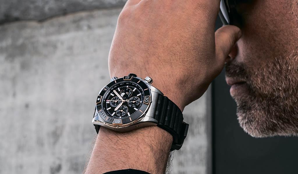Новые наручные механические часы Breitling