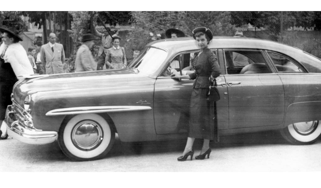 Ретро автомобиль Lincoln Cosmopolitan Town Car