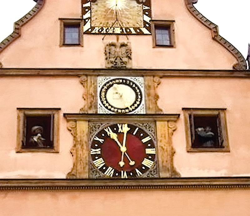 Старинные башенные часы в Германии