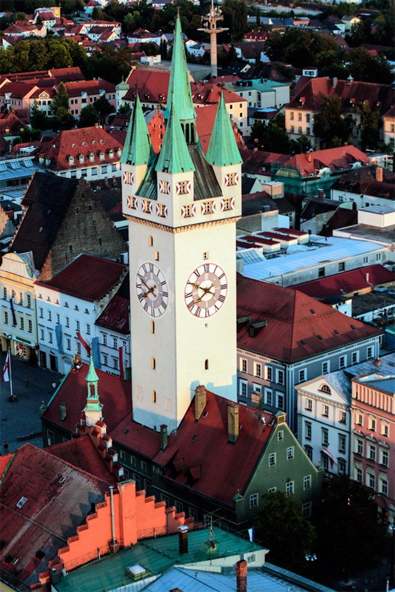 Часовая башня в Штраубинге (ФРГ)