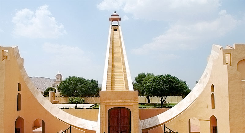 Картинки по запросу самые большие солнечные часы в мире