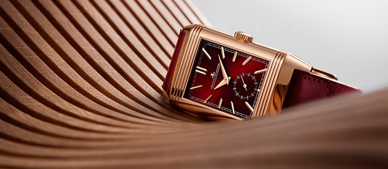 К 90-летию часов Reverso Jaeger-LeCoultre представляет эксклюзивную серию Reverso Tribute в бордовом цвете