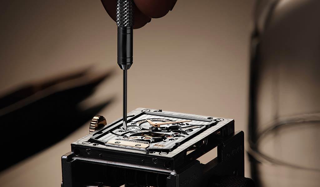 Швейцарские часы Reverso Tribute Minute Repeater