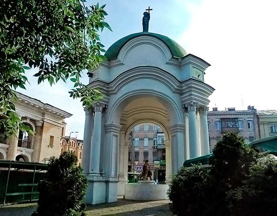 Старинные солнечные часы в Киеве