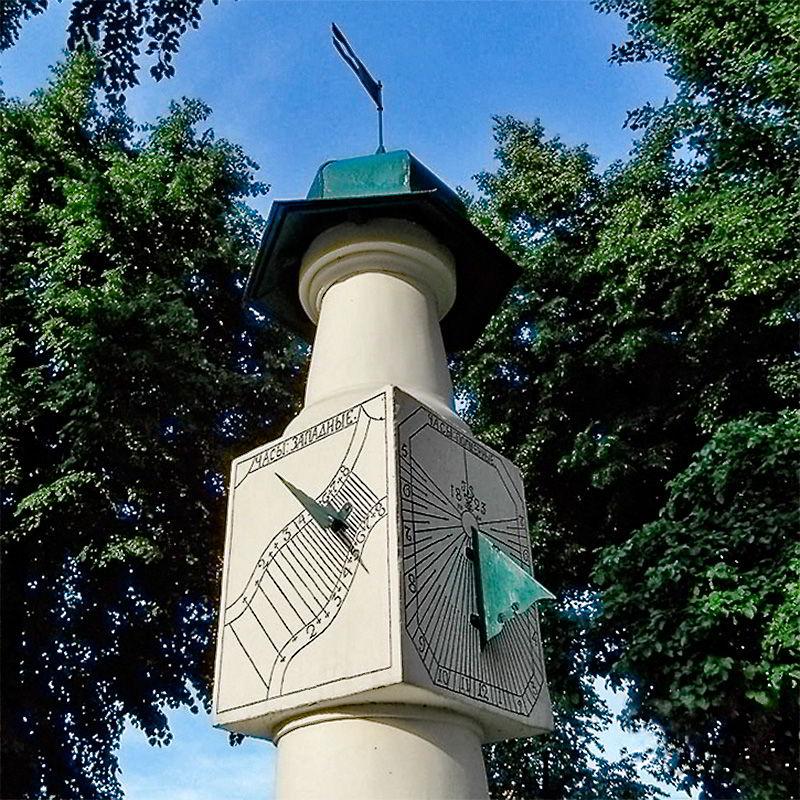 Вертикальные солнечные часы в Киеве
