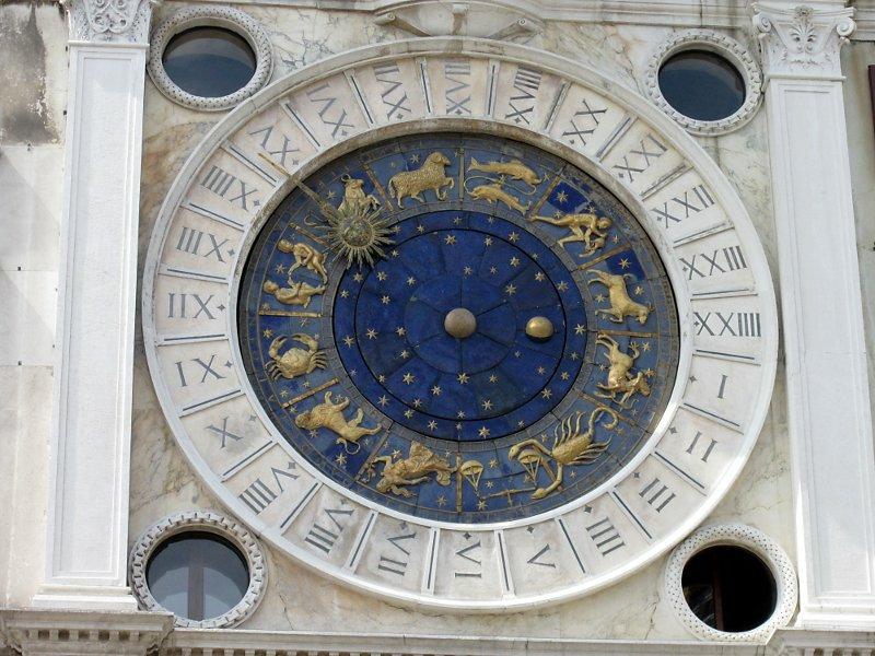 Циферблат часов на башне Святого Марка в Венеции
