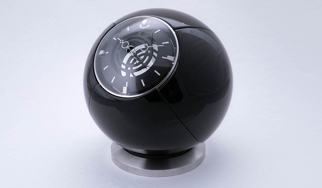 Новые швейцарские настольные часы Orb