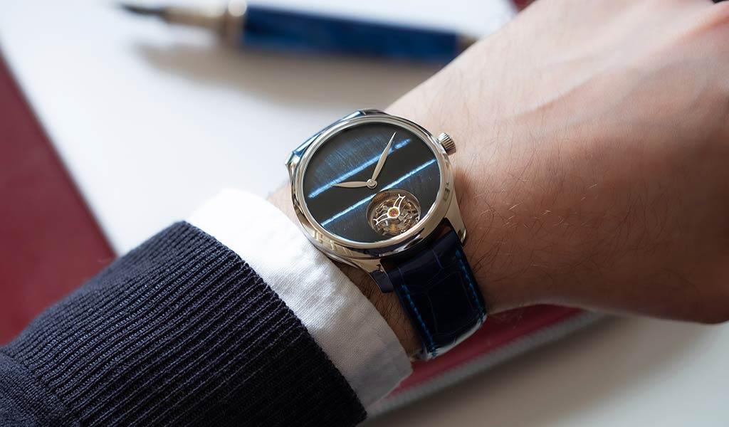 Новые швейцарские наручные часы Endeavour Tourbillon Concept Tiger's Eye