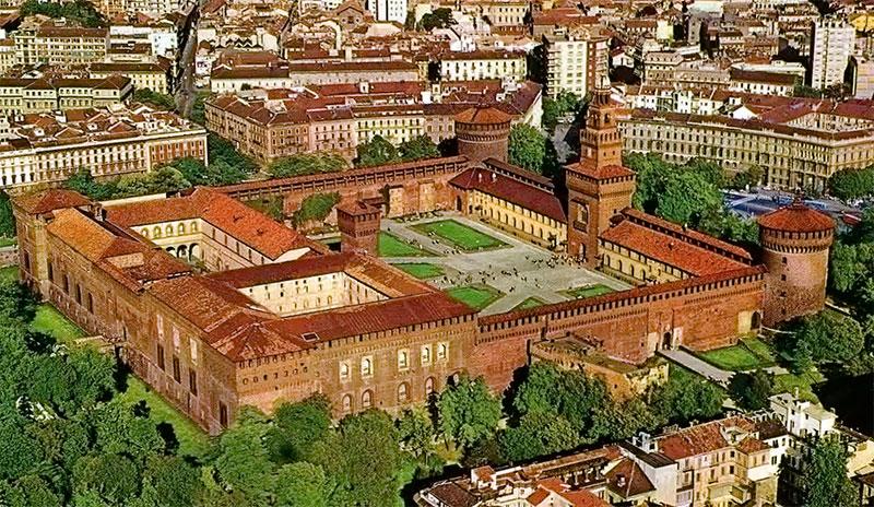 Старинный замок в Милане
