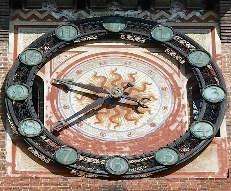 Циферблат башенных часов замка Сфорца