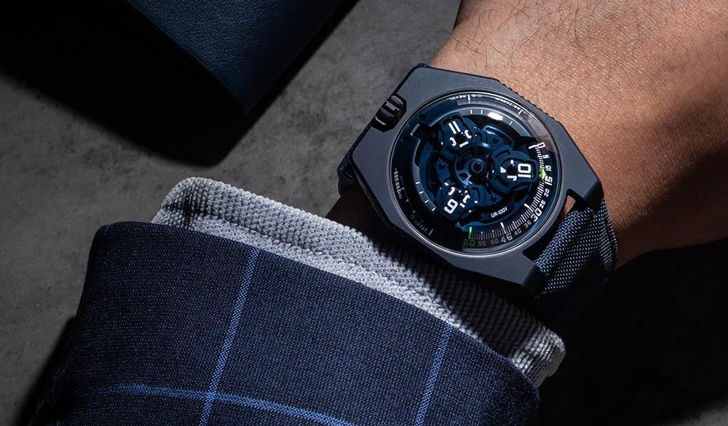 Новые наручные часы URWERK UR-100V «Голубая планета»