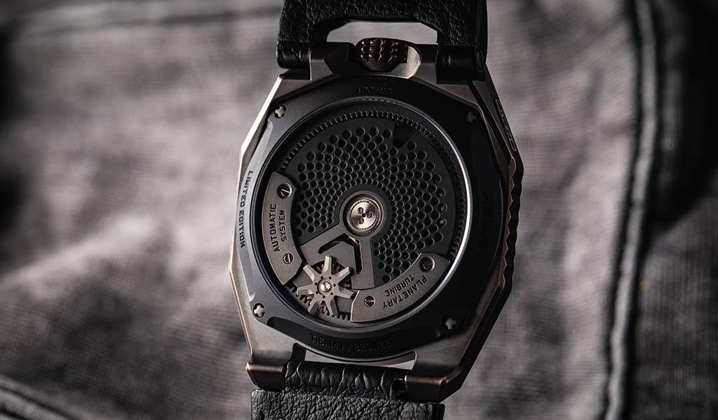Новые механические часы URWERK