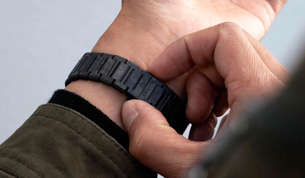 Наручные часы из углеродного композита Zenith Defy Classic Carbon